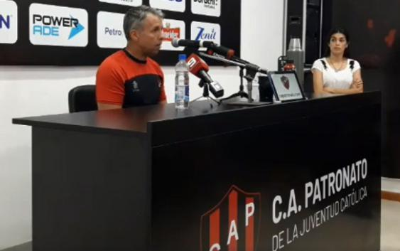 "Gustavo Álvarez:  ""Es un honor dirigir Patronato, es un club serio de la Superliga"" 